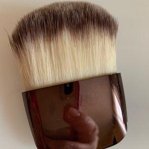Hourglass brush